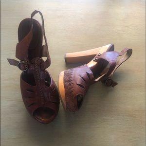 Vintage heeled clogs